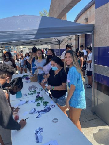 RCHS Peer Counselors distribute suicide awareness bracelets during lunch.